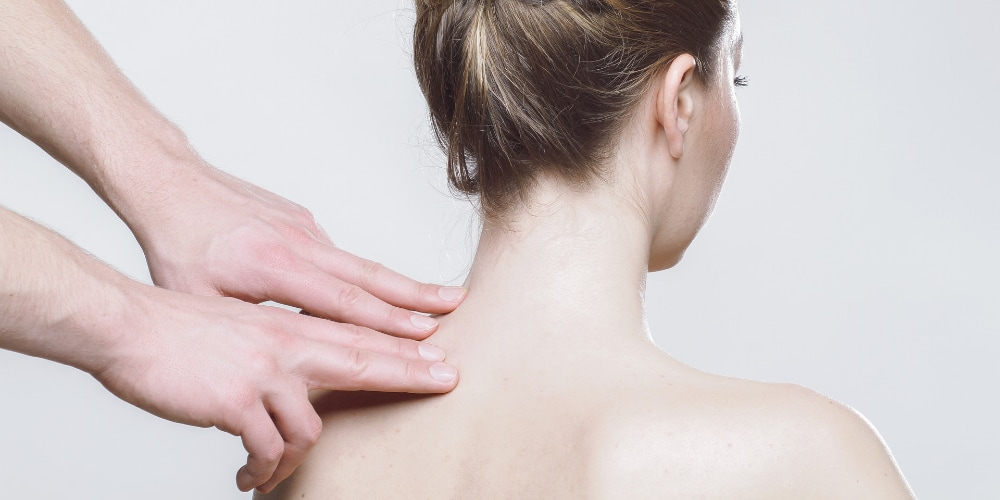 Acupressure massage can help cure the symptoms of vertigo